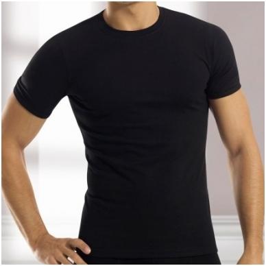 Kasdieniniai marškinėliai trumpomis rankovėmis, apvaliu kaklu.